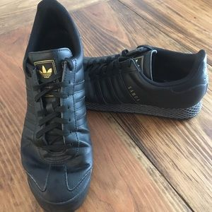 Adidas Samoa Mens 12 Black Leather Sneakers EUC